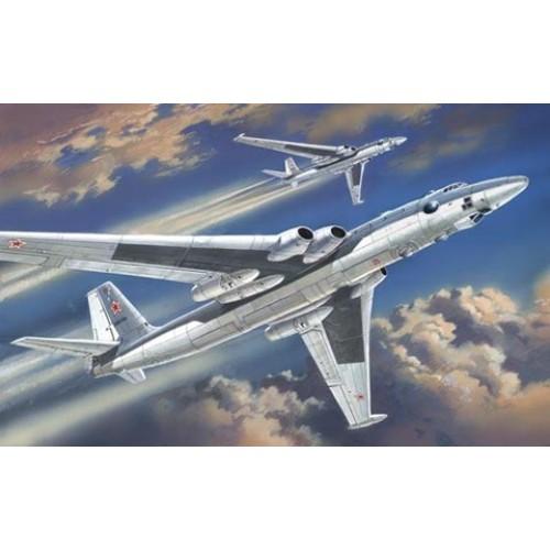 AMO-72008 1/72 Myasishchev 3M Bison Soviet Strategic Bomber model kit